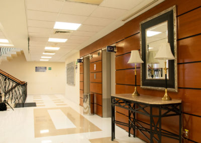 Elevadores y pasillos Hospital La Bene