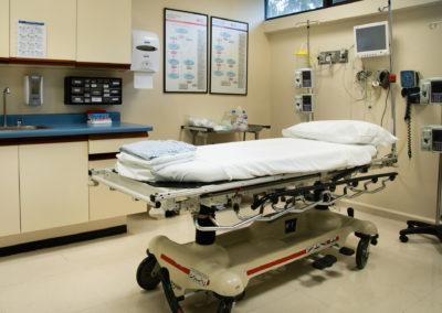 Interior cubículos de atención Urgencias Hospital La Bene